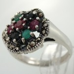 انگشتر چند جواهر یاقوت و زمرد زنانه گل پنج پر