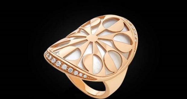 انگشتر طرح گل الماس بولگاری