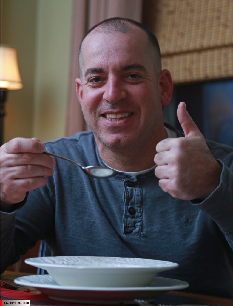 (۰۲/۱۷/۲۰۱۵ Swampscott, MA) Mike Serino found a rare pearl in a clam while eating some Portuguese stew. Tuesday, February 17, 2015.