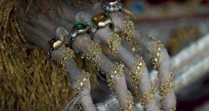اجساد ۴۰۰ ساله با لباس های فاخر و جواهرات تقدیس شده